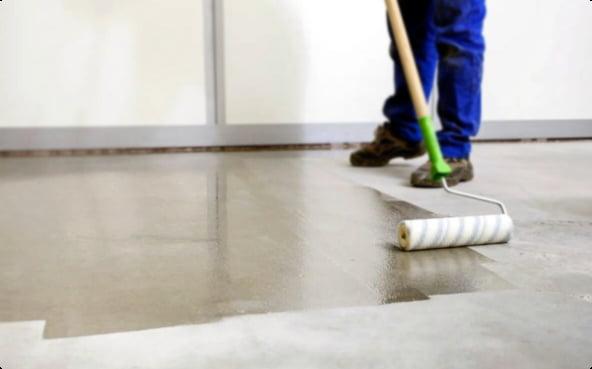 Свойства и характеристики пропитки Пропитка для гидрофобизации бетона повышает стойкость поверхности к химическим воздействиям, препятствует проникновению влаги в бетон.